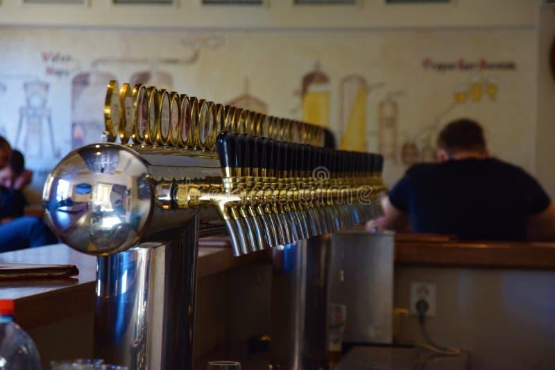 Kies één bier stock foto's