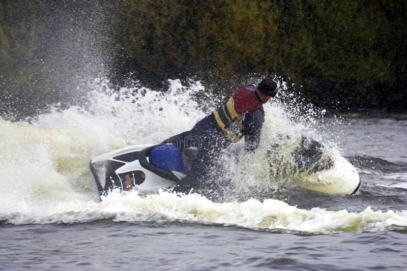 Kies meer jetskier mannetje uit stock fotografie