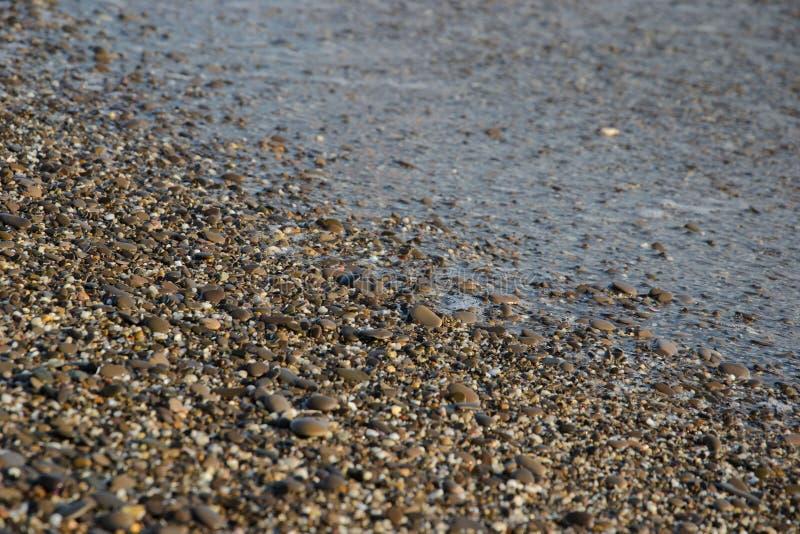 Kiesel auf dem Strand als Hintergrund lizenzfreies stockfoto