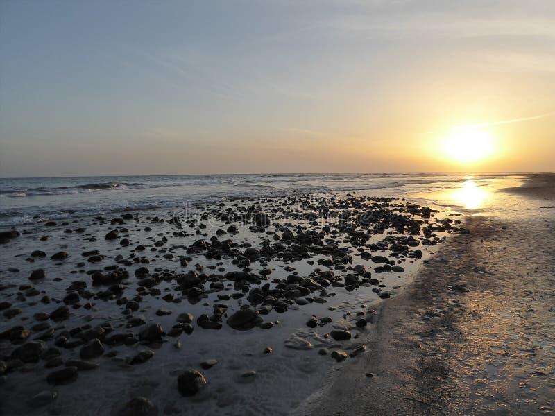 Kiesel-Sonnenuntergang lizenzfreie stockbilder