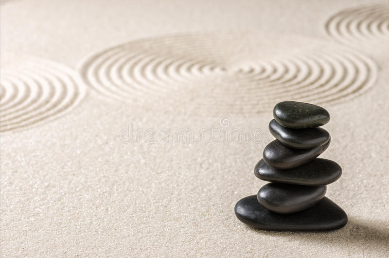 Kiesel und Sand mit Kreisen stockfotos