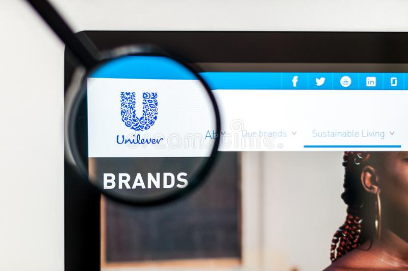 Kiev, de Oekra?ne - april 6, 2019: De homepage van de Unileverwebsite Het is een Nederlands-Brits transnationaal consumptiegoeder royalty-vrije stock foto's