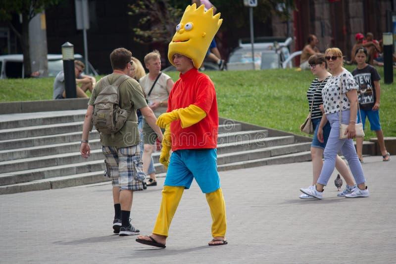 Kiev, de Oekraïne - Augustus 06, 2017: De mens kleedde zich als Homer Simpson royalty-vrije stock afbeeldingen
