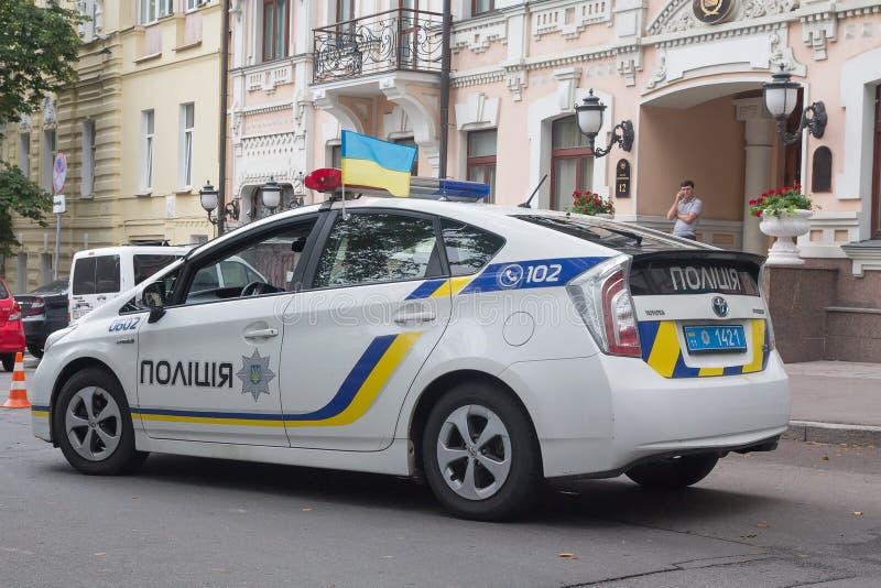 Kiev, de Oekraïne - Augustus 24, 2016: Politiewagen op de straat van stock fotografie