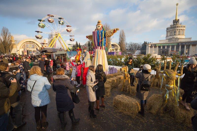 Kiev, de Oekraïne - Februari 17, 2018: Burgers en toeristen bij de viering van Maslenitsa stock fotografie