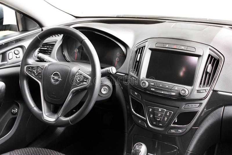 Kiev, de Oekraïne - Juni 19, 2018: Auto binnenlands Opel Insignia stock foto's