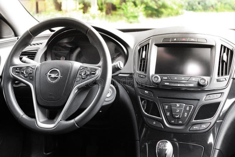 Kiev, de Oekraïne - Juni 19, 2018: Auto binnenlands Opel Insignia stock afbeeldingen