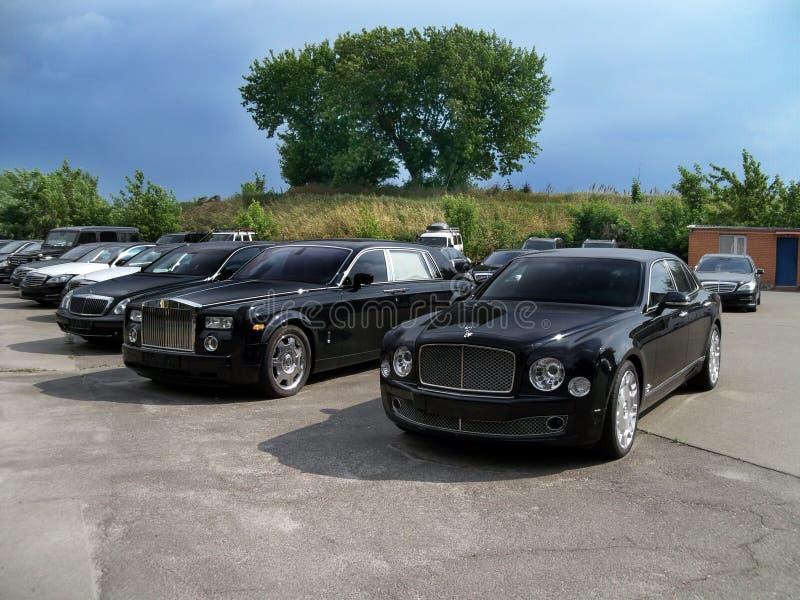 Kiev - de Oekraïne 12 Juni 2011 Bentley Mulsanne, Maybach 62S en Rolls-Royce Phantom EWB royalty-vrije stock foto's
