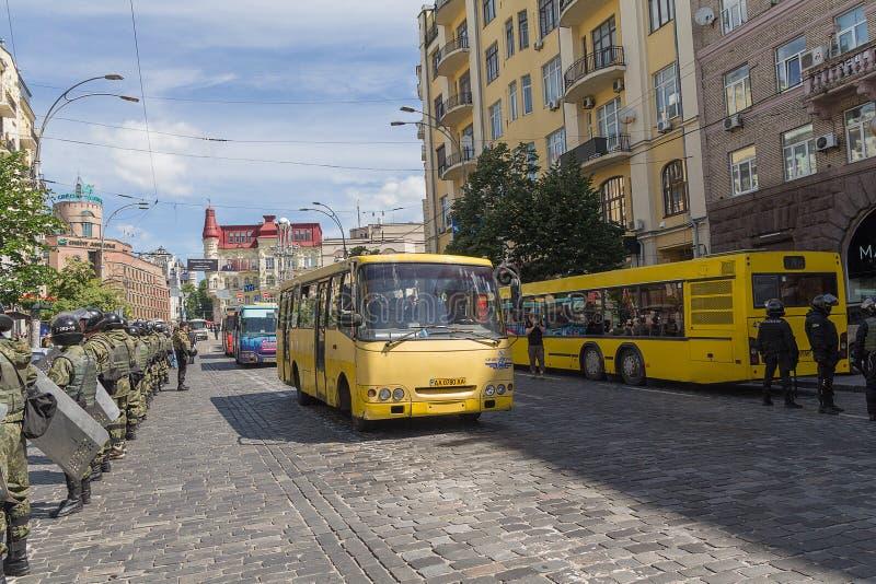 Kiev; De Oekraïne - Juni 12, 2016: Nationale Wacht aan kordon het bewaken royalty-vrije stock afbeeldingen