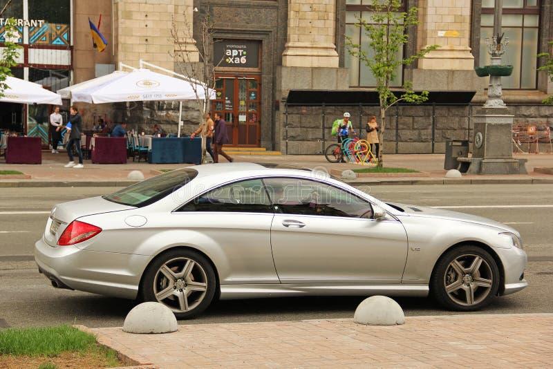 Kiev, de Oekraïne - Mei 3, 2019: Mooi Mercedes-cl in de stad stock afbeelding