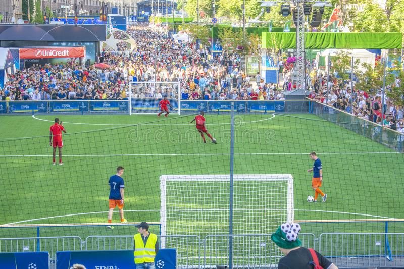 KIEV, DE OEKRAÏNE - MEI 26, 2018: De ventilator-streek van de voetbalventilators van def. van UEFA verdedigt Liga Mensen en voetb stock foto's
