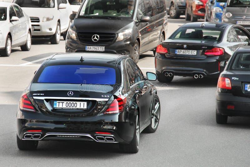 Kiev, de Oekraïne - Mei 3, 2019: Zwart Mercedes S63 AMG in motie stock foto
