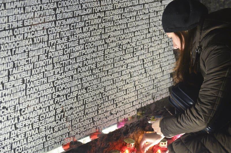 KIEV, de OEKRAÏNE - 28 Nov., 2015: Oekraïeners herdenken de Grote Hongersnood van 1932-1933 stock foto's