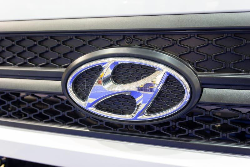 Kiev, de Oekraïne - Oktober 25, 2017: Logotype van de vrachtwagen Hyundai stock afbeelding