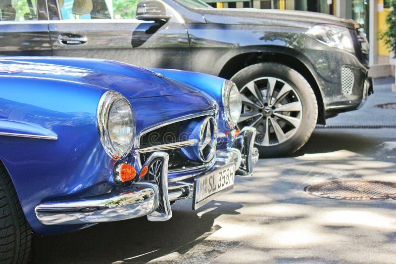 Kiev, de Oekraïne; 20 september, 2017, Mercedes-Benz 190 SL 1959 Koninklijke supercar Retro auto stock fotografie