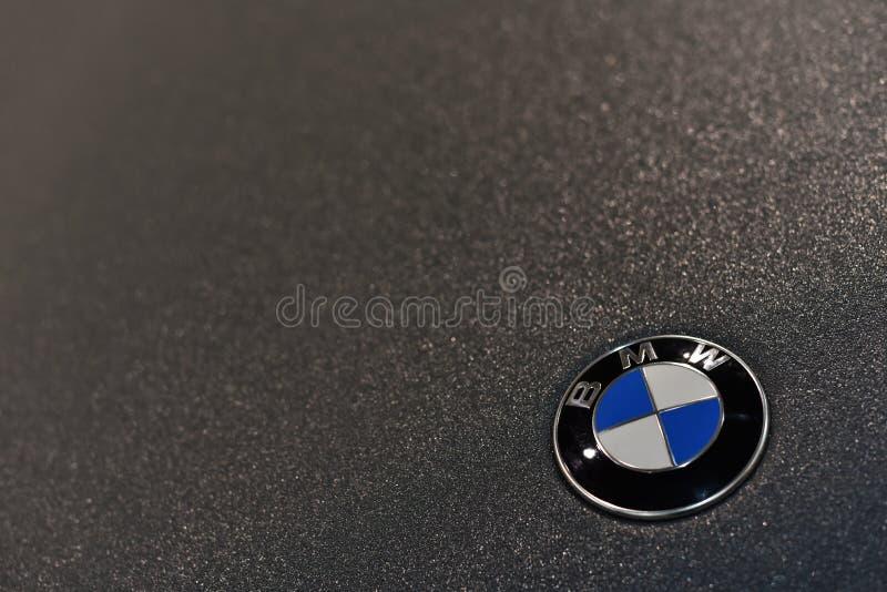 Kiev/de Oekraïne - 03 02 18: Teken van BMW op het lichaam, dat met een beschermend polymeer omvat is royalty-vrije stock foto