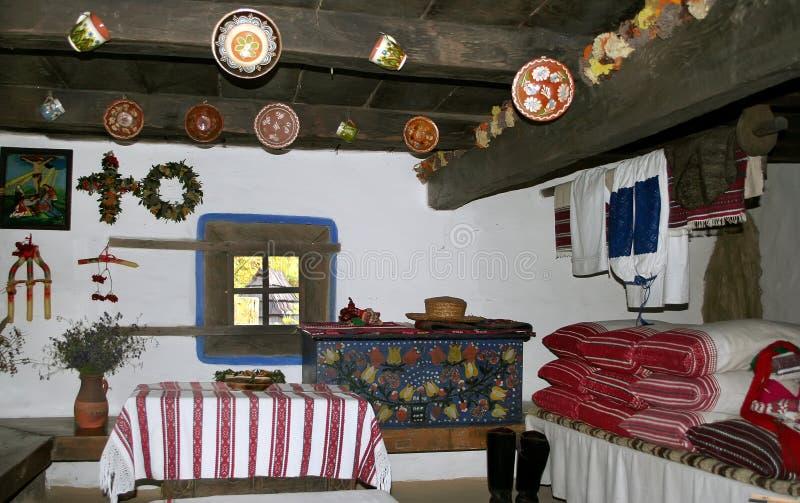 Kiev, de Oekraïne, 08 10 2005 Traditioneel binnenland van de oude Oekraïense hut stock foto's