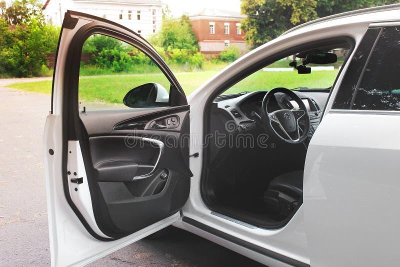 Kiev, de Oekra?ne - Juni 19, 2018: Auto binnenlands Opel Insignia Zwarte huid royalty-vrije stock foto's