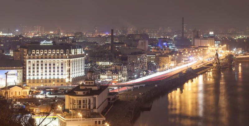 KIEV, de OEKRAÏNE - Februari 25, 2015: Panorama van de Zoom - historisch district van Kiev stock foto