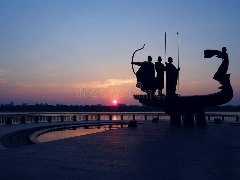 Kiev gryning på floden Dnepr, Ukraina fotografering för bildbyråer