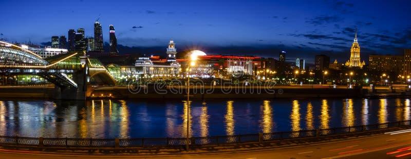 Kiev järnvägsstation och Moskvastad royaltyfri fotografi
