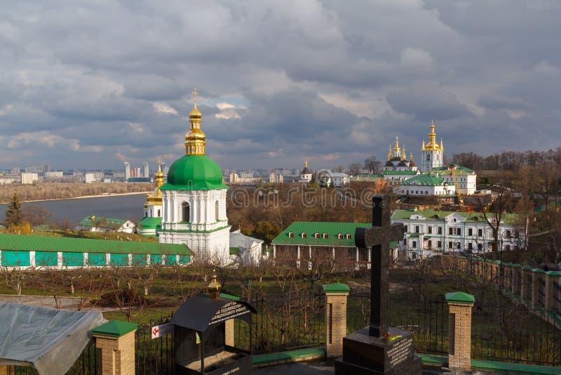 kiev kiev lavrapechersk Sikt av grottan royaltyfria bilder