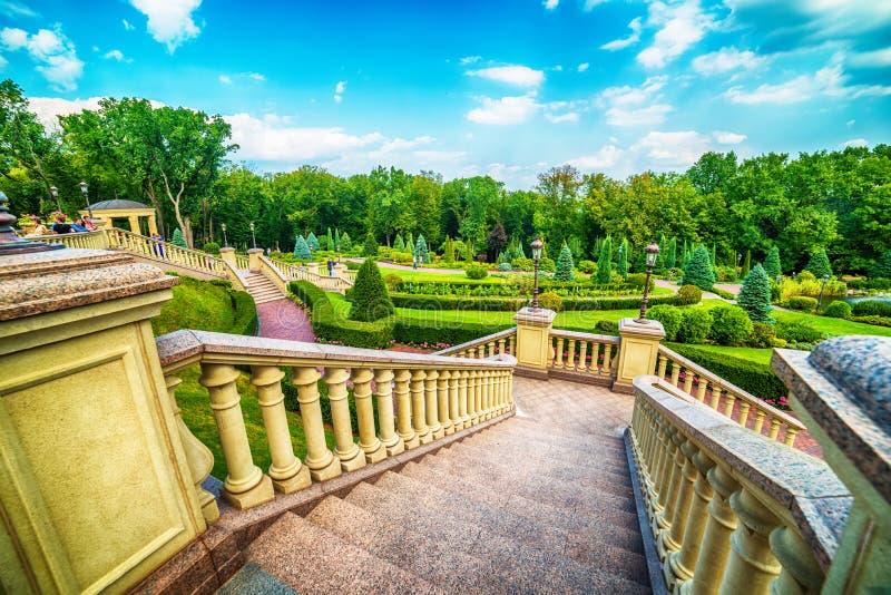 Kiev, Kiyv, Ucraina: la residenza di Mezhyhirva di ex Primo Ministro e presidente pro-russi Viktor Yanukovych, ora un museo immagini stock libere da diritti