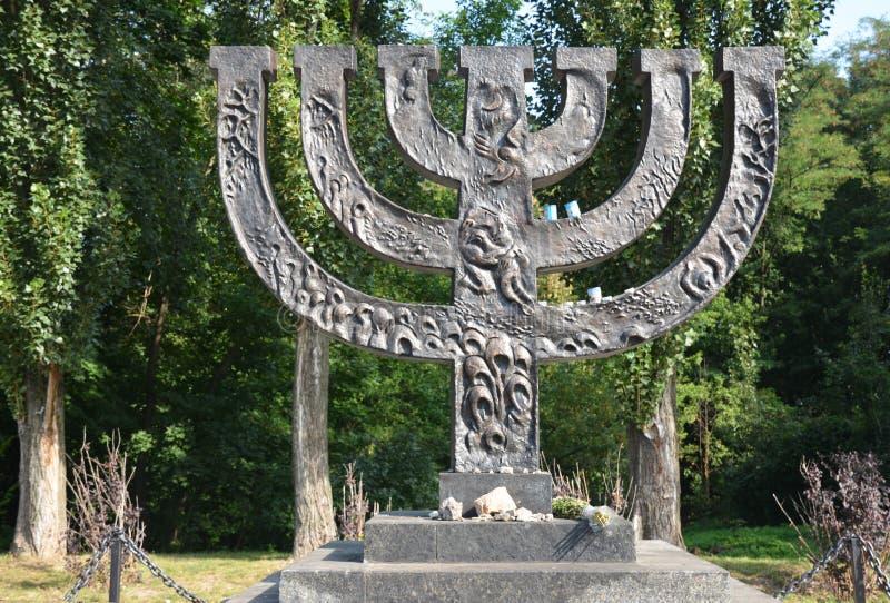 KIEV - l'UCRAINA marzo - 29, 2019: Un memoriale del menorah dedicato alla gente ebrea eseguita nel 1941 in Babi Yar a Kiev da ted fotografia stock libera da diritti