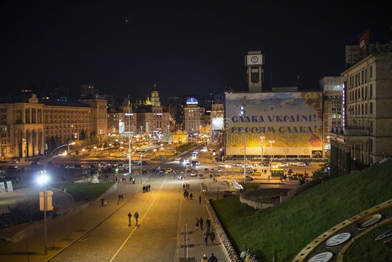 kiev l'ukraine 17 04 2015 Rues centrales de Kiev dans l'illumination de nuit en été images stock