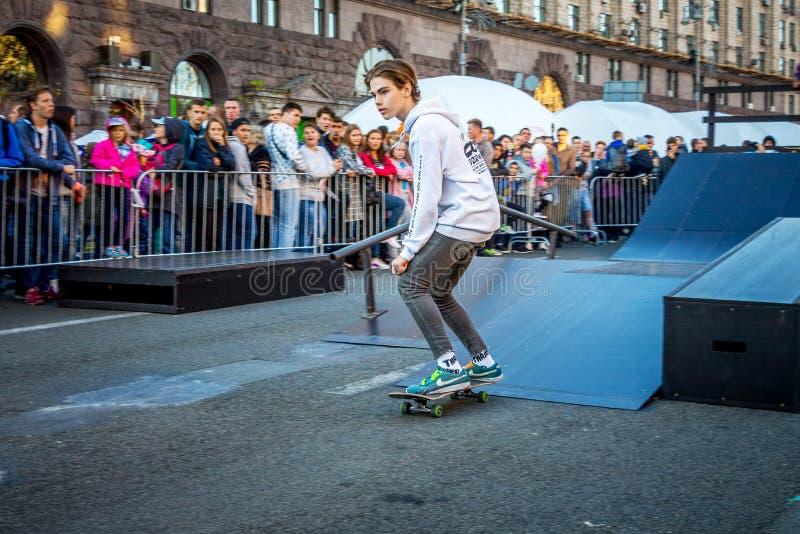 kiev Oktober 2018 Een Amerikaanse skateboarder tijdens demonstrati royalty-vrije stock afbeeldingen