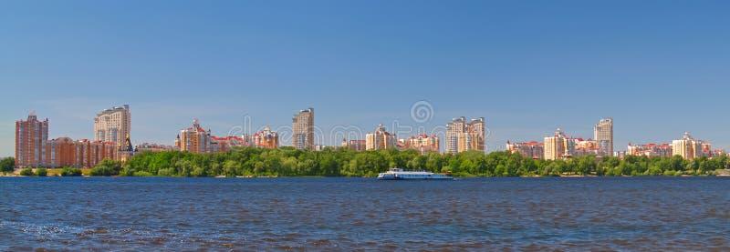 Kiev sur la rivière Dnieper, Ukraine photos stock