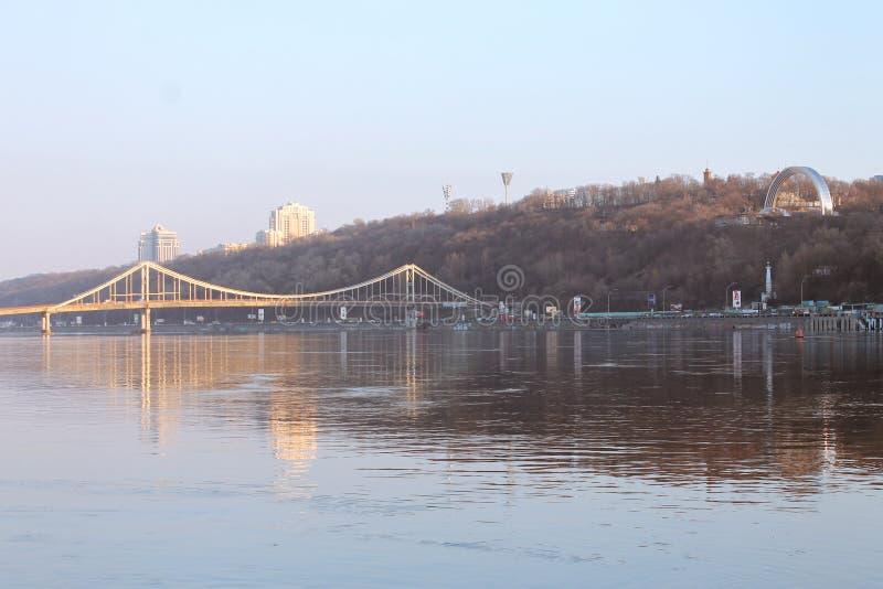 Kiev Trukhaniv bro arkivfoto