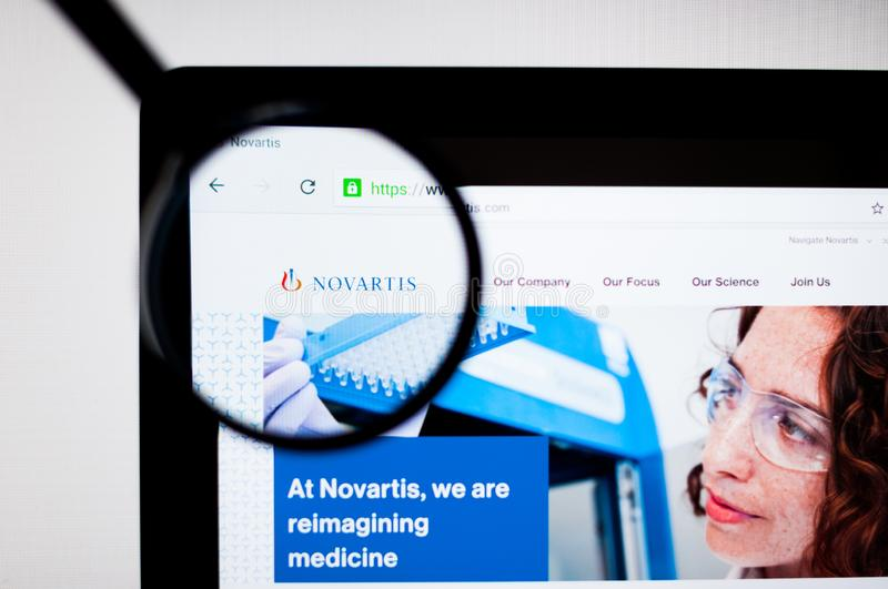 Kiev, Ucrânia - 6 de abril de 2019: Logotipo de Novartis no homepage do Web site fotos de stock