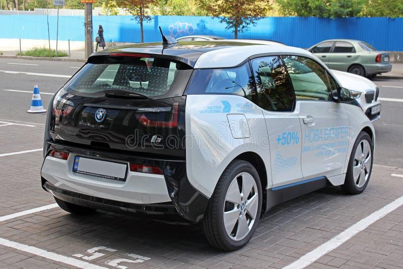 Kiev, Ucrânia 28 de agosto de 2017 Carro de duas cores O centro do negociante de BMW em Kiev imagem de stock