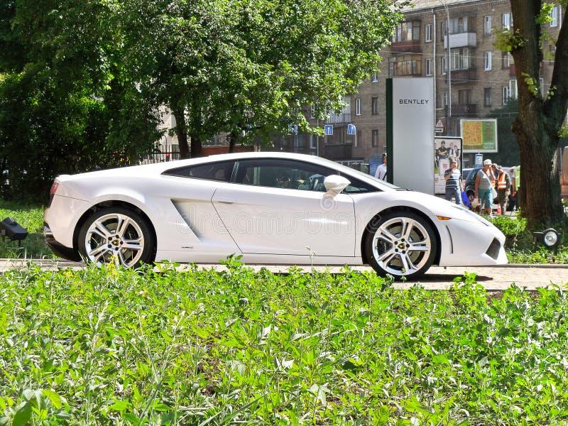 Kiev, Ucrânia 6 de agosto de 2010 Lamborghini Gallardo LP 560-4 560hp branco foto de stock royalty free