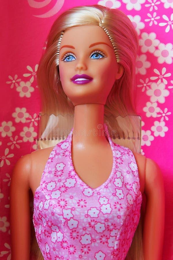 Kiev, Ucrânia - 27 de fevereiro de 2019: Close-up da boneca de Barbie Louro fotografia de stock