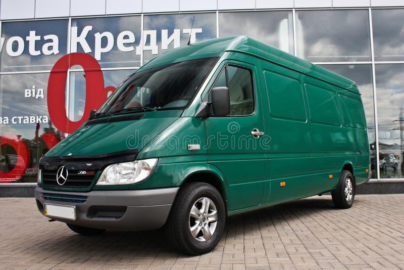 kiev ucrânia 25 de maio de 2010 CDI de Mercedes-Benz Sprinter 316 Para anunciar o transporte fotos de stock