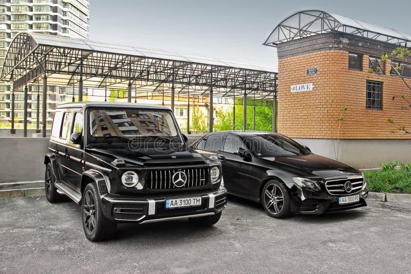 Kiev, Ucrânia - 3 de maio de 2019: Mercedes-Benz G63 AMG Dois Mercedes novo estacionado na cidade imagem de stock royalty free