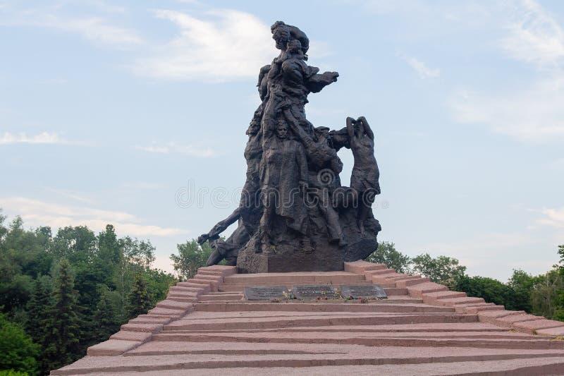 Kiev, Ucrânia - 24 de maio de 2018: Monumento no local da execução maciça por fascistas dos civis e dos prisioneiros de guerra fotos de stock royalty free