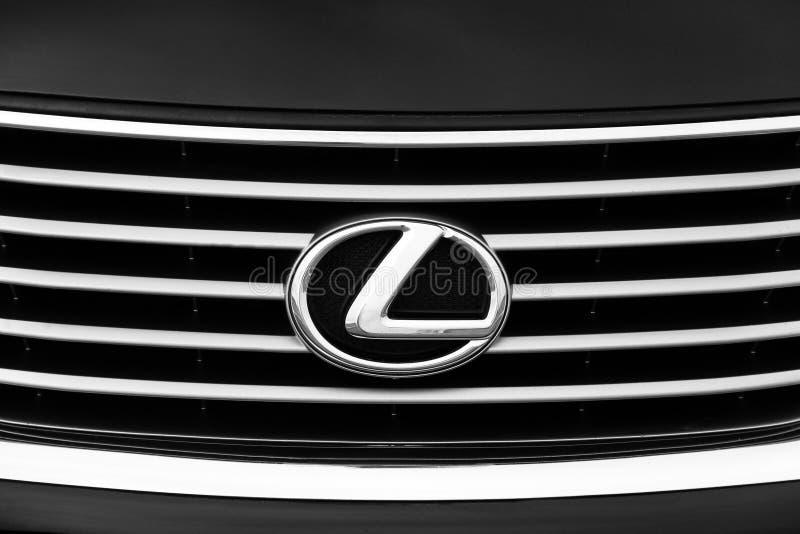 Kiev, Ucrânia - 5 de novembro de 2018: Emblema do carro de Lexus imagem de stock