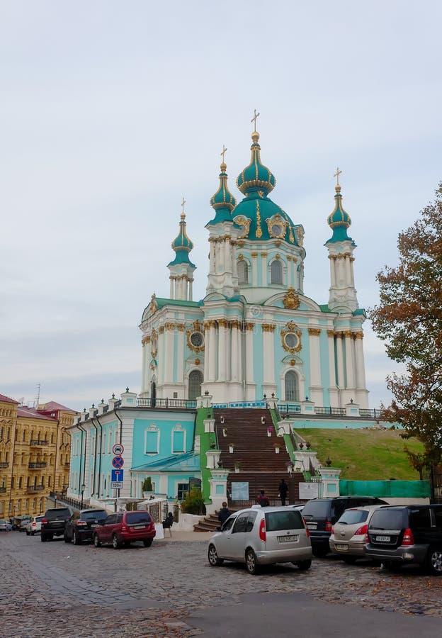 Kiev, Ucrânia - 23 de outubro de 2014: Vista da igreja de St Andr fotos de stock