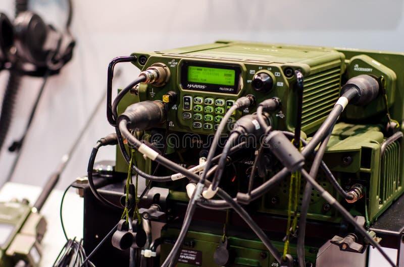 Kiev, Ucrânia - 9 de outubro de 2019: Rádio Harris Falcon III Multiband Networking Manpack imagem de stock