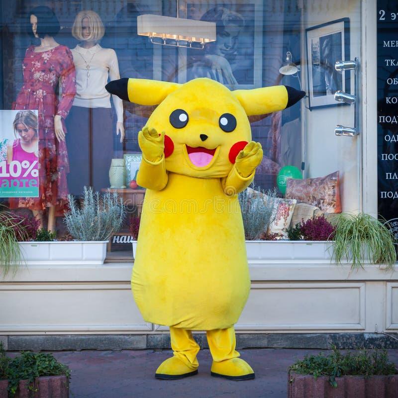KIEV, UCRÂNIA - 17 DE SETEMBRO DE 2016: Pokemon feliz em Kiev fotografia de stock