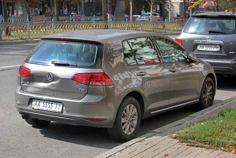 Kiev - Ucrânia Em setembro de 2017 Volkswagen Golf após o acidente fotografia de stock