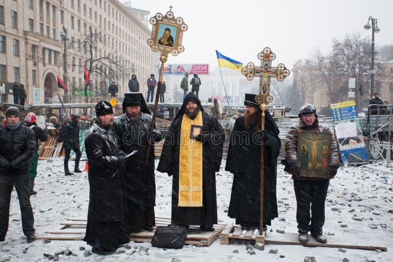 KIEV, UCRÂNIA: Padres de Churc ortodoxo ucraniano foto de stock