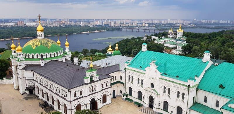 Kiev, Ucr?nia Vista panorâmica do monastério de Pechersk Lavra Heran?a do UNESCO fotos de stock royalty free