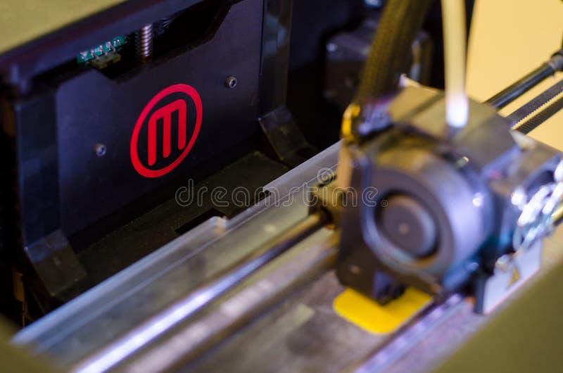 Kiev, Ucraina - 4 aprile 2018: Stampante da tavolino 3D di MakerBot immagine stock libera da diritti