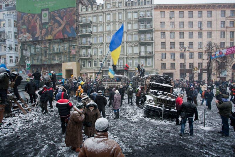 KIEV, UCRAINA: Folla della protesta della gente con le bandiere  immagini stock libere da diritti