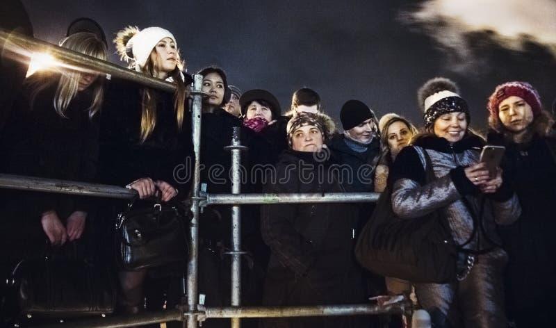 Kiev, Ucraina - gennaio 1, 2017: Ploscha di Sofievska: la gente che celebra nuovo anno fotografia stock
