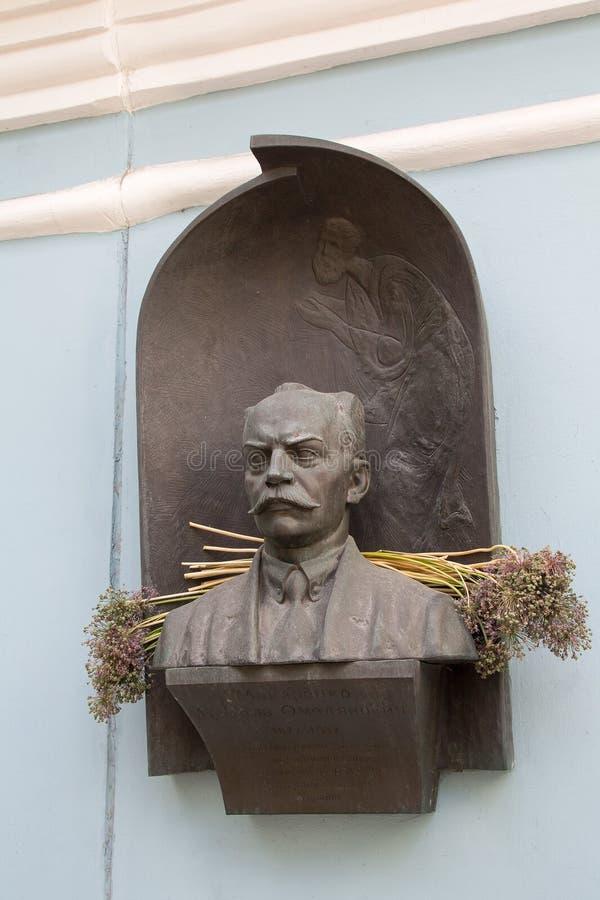 Kiev, Ucraina - 11 giugno 2017: Monumento all'archeologo di Makarenko Nikolai Omelyanovich Ukrainian ed al critico di arte fotografie stock